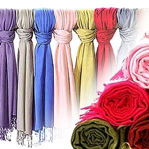 Dopřejte si luxus a pořiďte si pravou Pašmínu!! Luxusní materiál vhodný do každého ročního období!! Příjemně hřeje a zároveň je to luxusní doplněk!! K dispozici 40 barev!!
