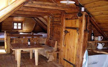 """Romantický pobyt pro DVĚ osoby se snídaní ve středověkém penzionu """"U kata Matěje"""" v historickém centru Čekého Krumlova. Užijte si příjemnou romantiku, klid, pohodu, výborný staročeský chléb a na památku obdržíte i glejt Kata Matěje."""