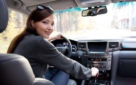 Řidičský průkaz skupiny B. Závěrečný poplatek autoškole a studijiní materiály na CD v ceně. Doba kurzu je 6 týdnů, 28 hodin praktických jízd