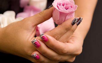 Buďte sexy díky krásným nehtům! Aplikace nebo doplnění gelových nehtů se slevou 66 % za skvělou cenu 219 korun!