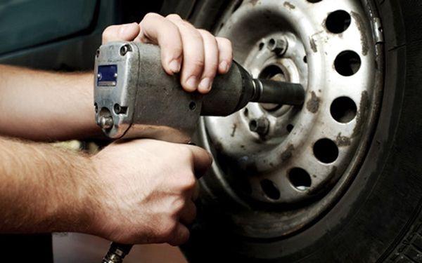 120 Kč za přezutí pneumatik na zimu. Nenechte policii vydělat, hlídejte si body a ušetřete až 52 %.