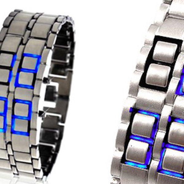 Stříbrné LED hodinky SAMURAI včetně kovové dárkové krabičky s fantastickou slevou 50 %! Náramkové hodinky inspirované japonskou kulturou se stanou ozdobou Vaší ruky. Působivé a kvalitní zpracování spolu s unikátním zobrazením z Vás udělají střed každé společnosti. Zobrazují čas, datum a rok pomocí LED technologie.
