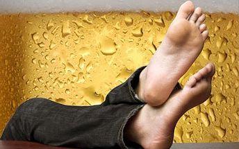 Pánská pivní pedikúra a plechovka piva jako dárek vluxusním prostředí hotelu Don Giovanni na Vinohradech.