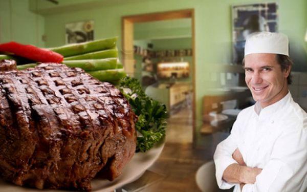 Luxusní 200g steak z plece uruguayského skotu, podávaný s restovanými zelenými fazolkami a brambory, s malým zeleninovým salátem. Vše jen za 179 Kč!