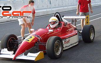 2495 Kč za pilotování skutečné závodní formule! Třiadrenalinové okruhy za volantem, navíc tři kola vroadsteru Tiger a splněný sen se slevou 59 %.