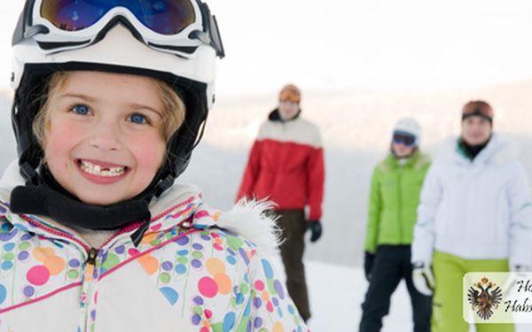 Vy a vaši andělé na horách! Vezměte své nejbližší na lyžovačku do Krušných hor. 4 dny pro 2 osoby, děti ZDARMA + snídaně, slevy na zapůjčení lyží i SKIPASY za 999 Kč!