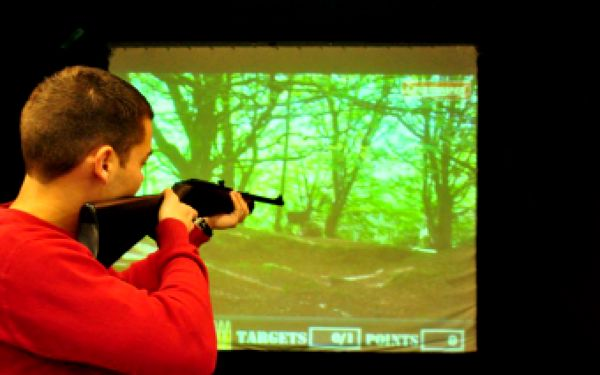 Vyzkoušejte své střelecké umění a pobavte se na laserové střelnici se slevou 50 %! Podíváte se na divoký západ a do divočiny, zastřílíte si po kachnách nebo asfaltových holubech, terčích, dokonce si můžete zahrát se střelnicí i šipky za pouhých 140 Kč pro dvě osoby.