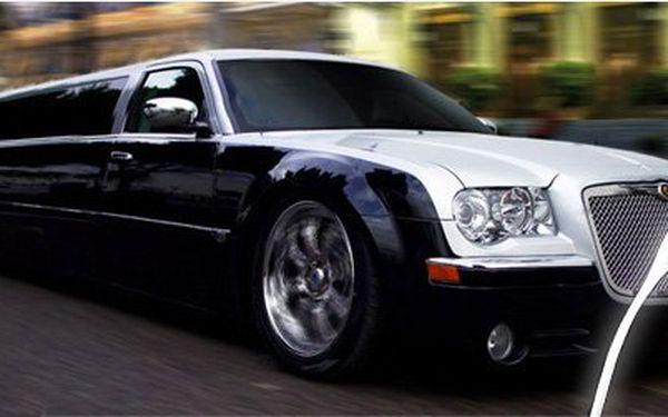 Nezapomenutelná jízda luxusní limuzínou za báječné ceny! Vyberte si ze DVOU variant jízdy a okuste exkluzivitu vyšší třídy se slevou až 60%.