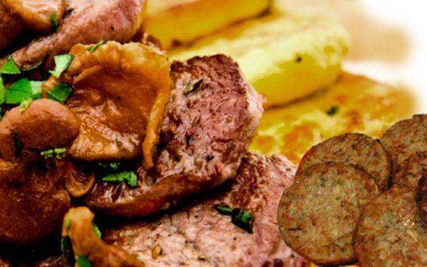 Všichni labužníci pozor! V restauraci U Špalíka si nyní můžete dát 150 g jeleních medailonků na smrkových hřibech ve smetanové omáčce a s bramboráčky jen za 129 Kč!