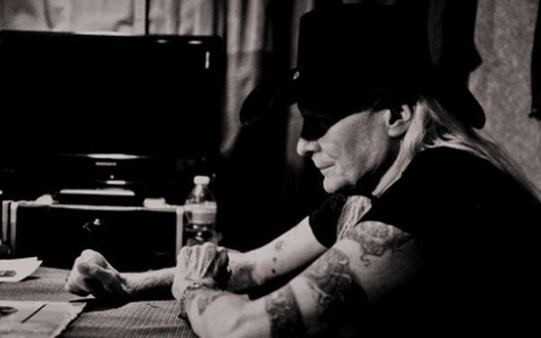 Lístky na blues-rockovou legendu Johnnyho Wintera jen za 645 Kč - lístky na sezení!