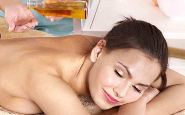 299 Kč za 90minutovou masáž celého těla. Nechte rozmazlit svá chodidla, nohy, záda, šíji, čelo a spánky se slevou 52 %.