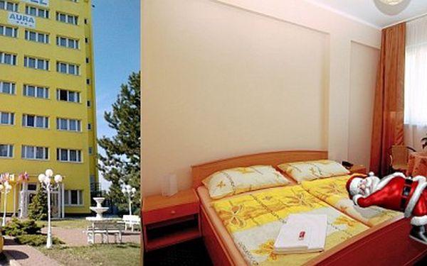 HOTEL AURA PRAHA*** pro dva na 2 noci + kryokomora Jen 1299 Kč za předvánoční ubytování v hotelu Aura *** pro dvě osoby na dvě noci se snídaní + 2 x vstup do kryokomory. Kupony lze sčítat ! Sleva 70 %