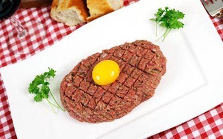 Pochutnejte si na tatarském bifteku z pravé svíčkové, za 109 Kč budete hodovat jako praví králové. 55% sleva na 200 g tataráku s deseti topinkami v nové stylové restauraci Selská Krčma.