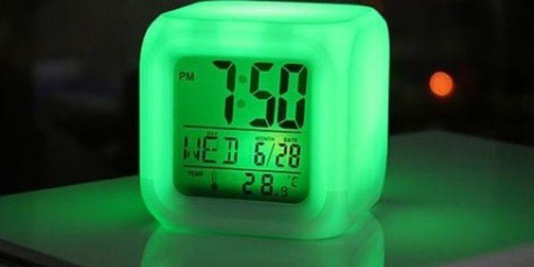 Skvělý designový budík pouze za 129 Kč! Mění barvy tak, jak chcete Vy a je úžasným doplňkem do Vaší ložnice!