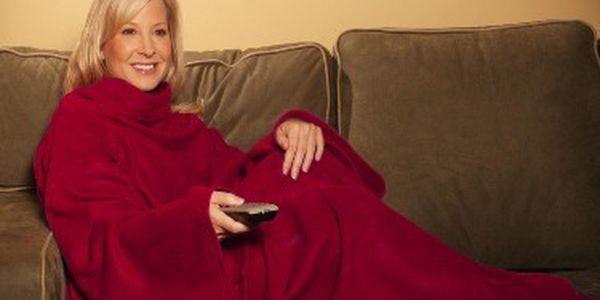 Deka s rukávy snuggie, přítulná a teplá, vhodná pro chladné večery, ať v pohodlí vašeho domova, nebo v přírodě.