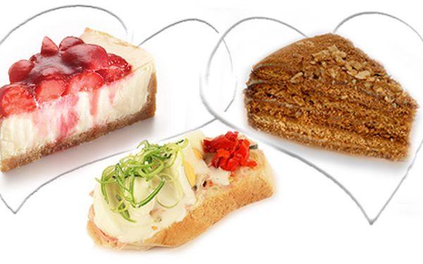 Vánoční balíček sladkostí za 320Kč, velký medovník (1500g) jen za 250Kč, malý medovník (850g) za 150Kč nebo také sleva na dorty a chlebíčky!