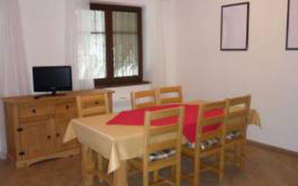 Exkluzivně Vám přínášíme pronájem apartmánu až pro 6 osob v obci Kouty nad Desnou V Jeseníkách. Nabídka platí pro ubytování v krásně zařízených apartmánech až pro 6 osob na 2 noci. Nyní jen pro Vás za úžasnou cenu 1966 Kč!!!