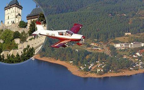 Skvělý vánoční dárek formou poukazu na vyhlídkový let nad hradem Karlštejn v lokalitě Střední Čechy s 50% slevou! Nezapomeňte na své blízké a darujte jim tento úžasný zážitek. Platnost poukazu až do konce května 2012!