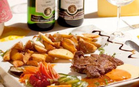 388 Kč za vynikající menu pro 2 osoby v restauraci KORUNNÍ v hodnotě 776 Kč! Na výběr 150g kančí steak na myslivecký způsob (pravé houby, anglická slanina, červené víno, koření) nebo jehněčí steak v pikantní marinádě s bazalkou a rajčátkem včetně přílohy a láhve kvalitního, jakostního vína Cabernet Sauvignon 0,75l z vinných sklepů Lechovice! Neváhejte a potěšte svoje chuťové buňky s fantastickou slevou 50 %!