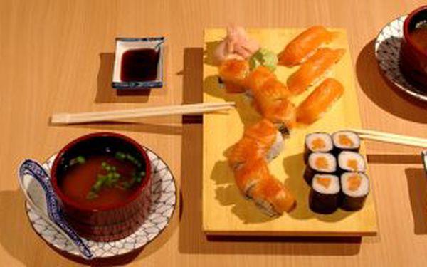 400 Kč za VÁNOČNÍ SUSHI set pro dvě osoby v Saga Sushi v hodnotě 730 Kč