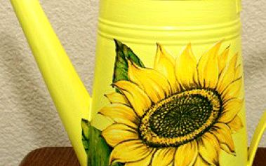 Zdobené konvičky s přírodními motivy ovoce a květin. Poctivá ruční práce, každý kus je unikátní
