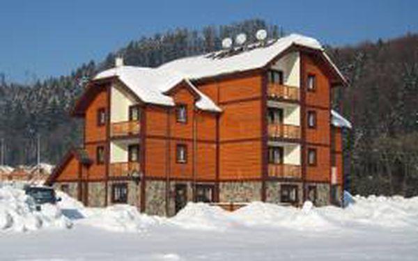 Zažijte 4 zimní dny pro 2 osoby ve skicentru Snowland na slovensku!!! Máme pro Vás pobyt v penzionu Perun se snídaněmi a slevou 30% na skipasy!!! Nyní za šokujících 4590 Kč!!!