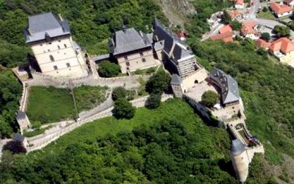 Vyhlídkový let pro jednu osobu nad hradem Karlštejn!