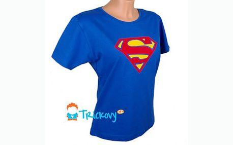Udělejte si radost stylovým dárkem s bezkonkurenční slevou 50%! Pořiďte si dámské tričko SUPERMAN s krátkým rukávem za jedinečnou cenu 175 Kč!