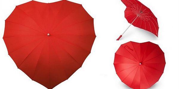 KRÁSNÝ DEŠTNÍK VE TVARU SRDCE pro zamilované nyní za pouhých 299 Kč! Pod tento deštník se vejdou 2 osoby, je odolný a přitom lehký na nošení! Obdarujte přátele či udělejte radost sami sobě!