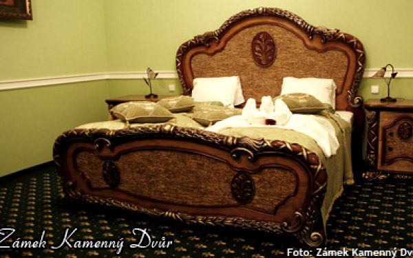 1995 Kč za 3denní nebo 4denní romantický zámecký pobyt pro 1 osobu. Prožijte neskutečnou zimní romantiku v Kamenném Dvoře!