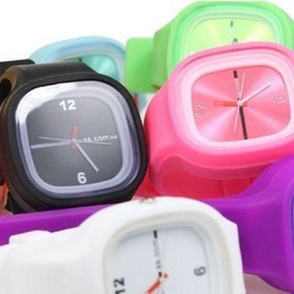Barevné silikonové hodinky Jelly Square za neodolatelnou cenu! Barvy: Oranžová,Světle růžová, Žlutá,Zelená,Hnědá,Červená,Bílá,Fialová, viz PODMÍNKY.
