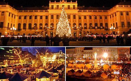 Horký punč, kouzelná vánoční výzdoba, ve Vídni na Vás dýchne příjemná pohoda. 30% sleva na návštěvu vánočních trhů ve Vídni se službami delegáta včetně dopravy luxusním autobusem.