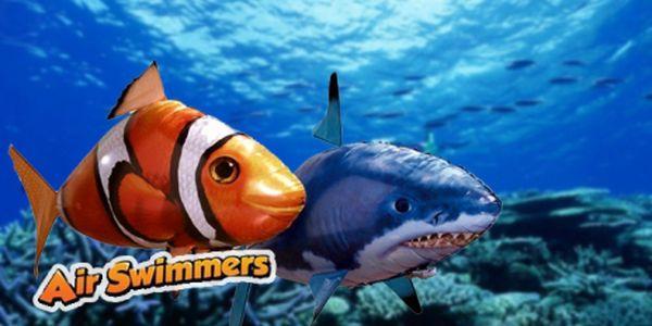 Air Swimmers - HIT ROKU 2011! Air Swimmers získal prestížnu Medzinárodnú cenu na súťaži Toy of the Year Awards. Objavte nový svet lietajúcich hračiek na ovládanie.