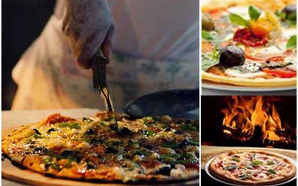 50% SLEVA! Zaplaťte pouhých 99 Kč místo 198 Kč za dvě fantasticky křupavé pizzy! Na výběr máte z 6 lahodných druhů! Skvělá nabídka v centru Prahy!