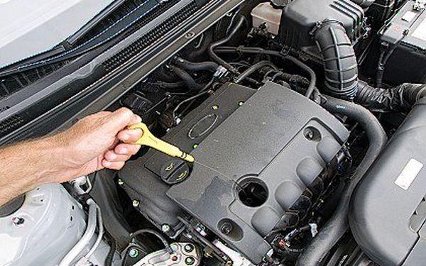 Výměna oleje do auta včetně výměny filtru. V ceně kontrola podvozku, provozních náplní a nemrznoucích směsí