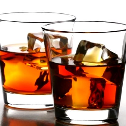 NEOMEZENÁ KONZUMACE alkoholu po CELÝ VEČER: Jack Daniels, Vodka, Božkov Zelená, Metaxa 5*, Tequilla, Becherovka, Berentzen a mnoho dalšího se slevou až 65% v gangsterském ráji Chicago 1930 v centru Prahy!