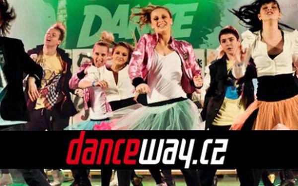 299 Kč za TŘI taneční lekce street dance! Lekce pod vedením Adély Blažkové a skvělá zábava izformování těla se slevou 50 %.