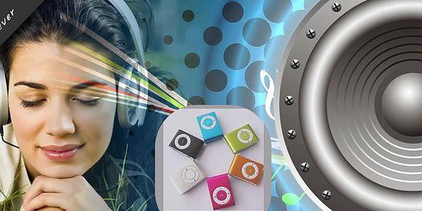 Kompaktní mini MP3 přehrávač s klipsnou pro upevnění, 8 barevných možností na výběr. Stačí zapojit Vaši MicroSD paměťovou kartu a můžete se pustit do poslechu! Dodáván spolu se sluchátky a USB kabelem.