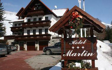 """Skvělých 8710 Kč za 6 denní (5 nocí) pobyt s polopenzí pro 2 osoby v Hotelu Kristýna ve Špindlerově Mlýně + 10% sleva na SKIPASS ski areál""""STOH""""(200m)! Super sleva 41 %!"""