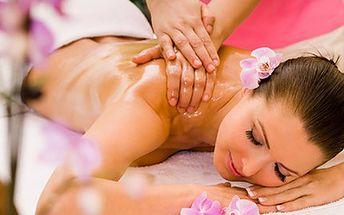 Při blahodárné masáži s vůní bylinek se nemůže minout účinek. 55% sleva na 40 minut v rukou masérky. Masáž s teplým olejem a bylinkami má nejen relaxační, ale i regenerační účinek.