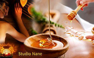 5 masážních procedúr s platností celý rok! Medová detoxikační masáž, masáž celých nohou lávovými kameny a úžasný kokosovo kávový peeling Vašich rukou a dekoltu.
