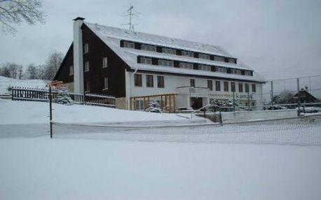 ČESKÉ ŠVÝCARSKO pro DVA na 3 dny a 2 noci s polopenzí a saunou! V ceně je zahrnuta i sauna a 10 jízd v blízkém skiareálu! Malebná příroda pískovcových skal, soutěsek a vodopádů. Užijte si ničím nerušený odpočinek.