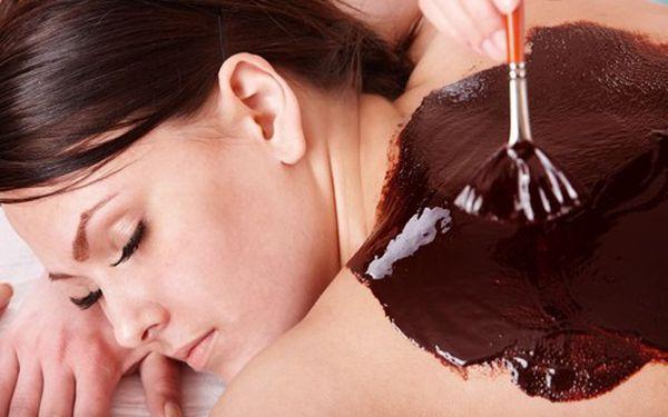 Rozmazlete své tělo úžasnou hodinovou masáží, navíc s 58% slevou! Jen za 295 Kč máte na výběr ČOKOLÁDOVOU masáž nebo masáž bylinnými PEČETĚMI. Dostaňte se do pohody!