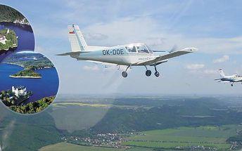 Buďte pilotem akrobatického letounu Zlín Z142 a to celých 20 minut pod vedením zkušeného instruktora. Skvělý vánoční dárek! Proletíte se nad zámkem Orlík, přehradou Orlík a Slapy. Zážitek, na který se nezapomíná!