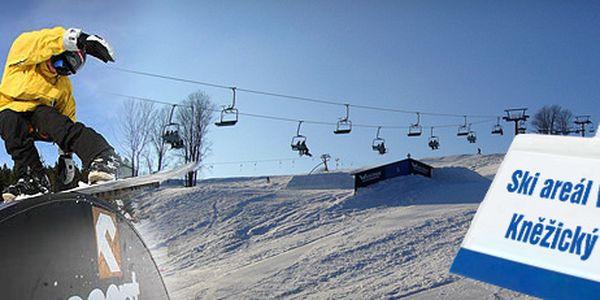 CELODENNÍ PERMANENTKA VE SKIAREÁLU KNĚŽICKÝ VRCH u Vrchlabí jen za 249 Kč!! 3 vleky a 1 lanová dráha!! Uměle zasněžované sjezdovky!! Na místě freestylový snowpark i půjčovna lyžařského vybavení!! Ušetřete 171 Kč na jednom lyžaři!!