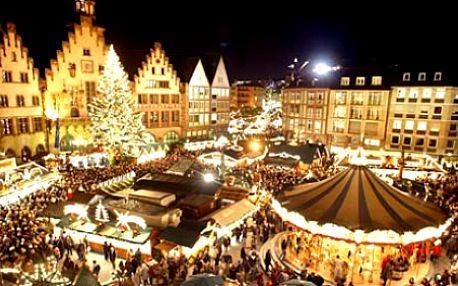 Nenechte si ujít proslulé vánoční trhy ve Vídni plné nádherných vůní punčů, svařáků a vánočních dobrot. Pojeďte se s námi 17.12. podívat do hlavního města Rakouska a vychutnávejte jedinečnou atmosféru za pouhých 690Kč!