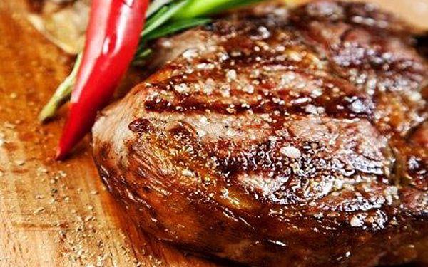 Šťavnatý steak z vepřové panenky pro dva – 2×200 g masa s přílohou pro dva v restauraci Borsalino v centru města