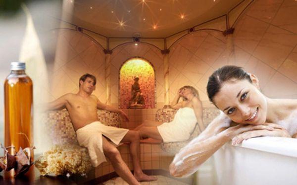 Dvě hodiny odpočinku, relaxace a uvolnění! Privátní saunování s vinnou koupelí a masáží jen za 399 Kč! Ve víně je pravda a v tomto případě i krása a zdraví.