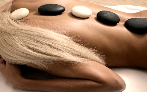 Medová masáž (50 min.) za bezkonkurenčních 245,-. Aktivujte organismus, dopřejte si očistu, pohlazení, uvolnění nahromaděného stresu a únavy. Jedna z nejpříjemnějších relaxačních zážitků! Relaxační masáž je ideální společník při útěku ze všedního dne.