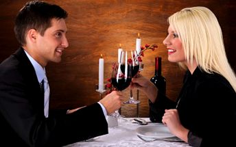 Pozvěte přátele či drahou polovičku ať s Vámi povečeří! Dobrému jídlu a pití odolají jen stěží. 43% sleva na večeři pro DVĚ osoby - 2x 300g steak z kuřecího/vepřového masa s přílohou, 0,7l růžového polosuchého vína a 2x káva Lavazza.
